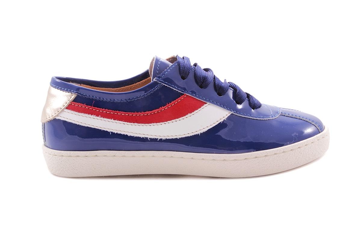 Sneaker Lak Blauw Wit En Rood Accent