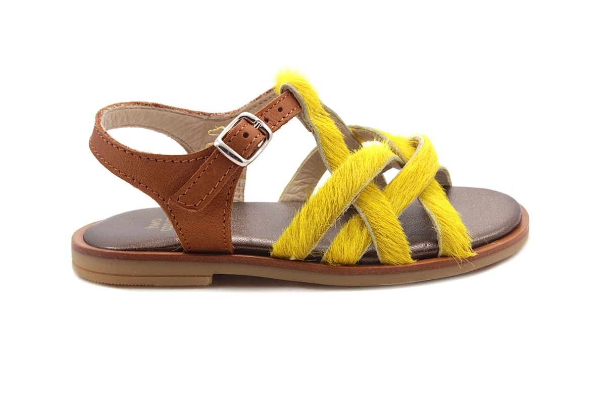 Sandaal Multibandjes Vooraan Gele Haartjes En Cognac