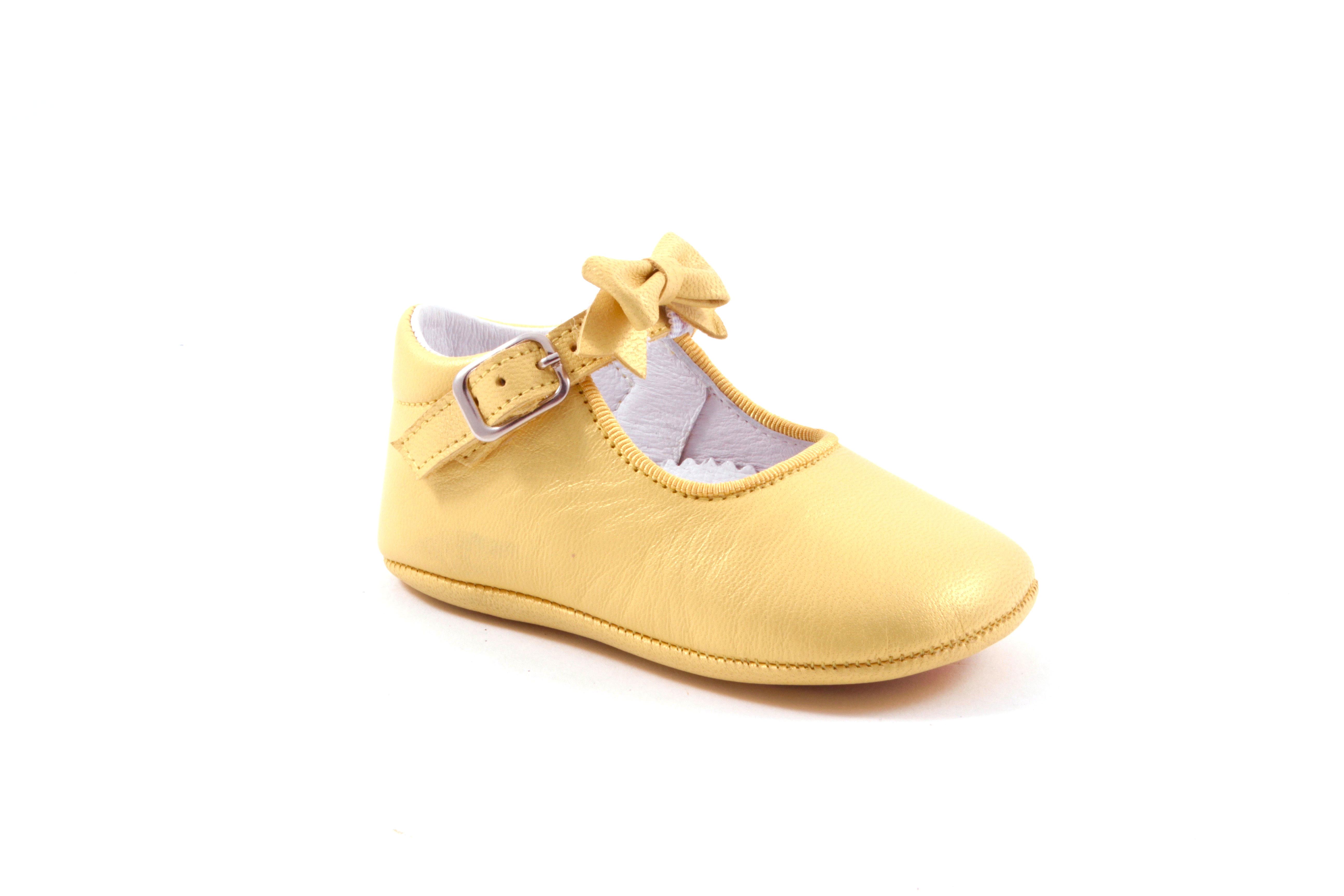 Tricati pantoffel in geel met gespje