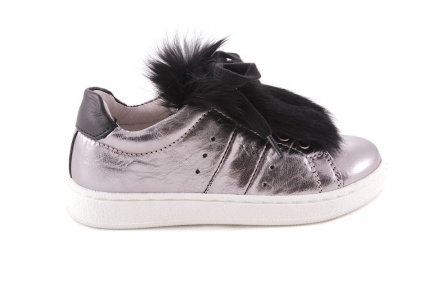 Sneaker Zilver Metallic Veter Met Zwart Pelsje