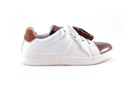 Sneaker wit met brons tip en frulles