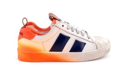 Sneaker Blauw Met Oranje Verf Rubber Tip