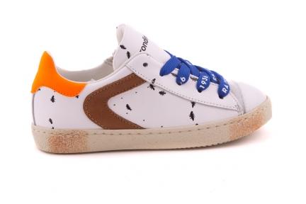 Sneaker Groot Wit Met Miertjes En Blauwe Veter En Bruin Accent Veter Met Rubber Tip