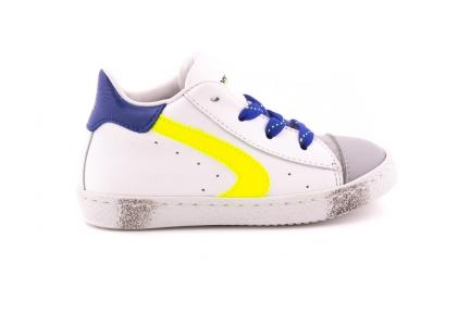 Sneaker Rubber Tip En Geel Accent Blauwe Veter