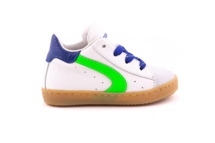 Sneaker Wit Leder En Groen Accent Blauwe Veter
