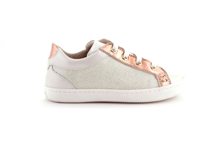 Sneaker laag in wit glitter en lakroze details