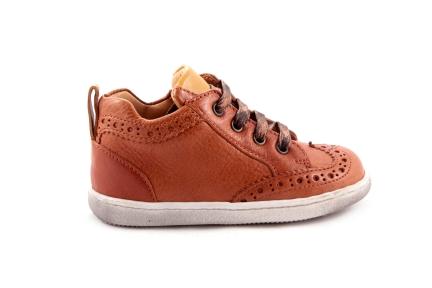 Sneaker Oranje Met Gaatjes Okergeel Accenten