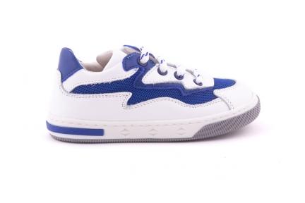 Sneaker Klein Wit Met Details Bliksems Blauw Perforatie