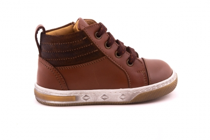 Sneaker Rubber Tip Cognac Leder Detail Daim