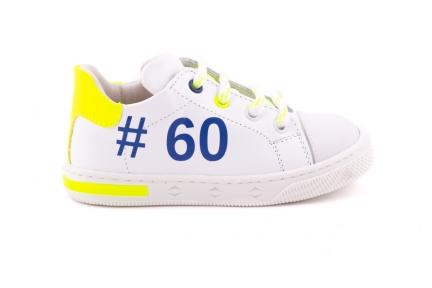 Sneaker Klein Wit Met Rubber Tip Hashtag En Gele Fluo Accent
