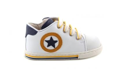 Sneaker Wit Met Donkerblauw En Geel Ster