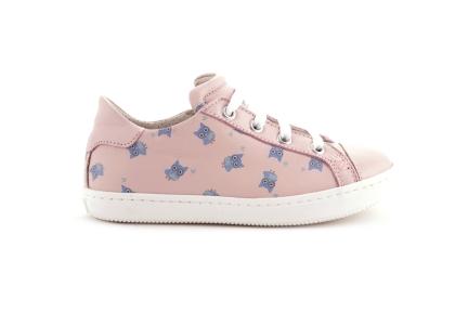 Sneaker laag roze leder met uiltjes blauw en lak tip